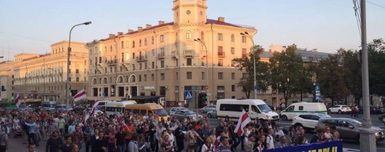 У Білорусі опозиція вважає вибори нечесними і вийшла на несанкціонований мітинг