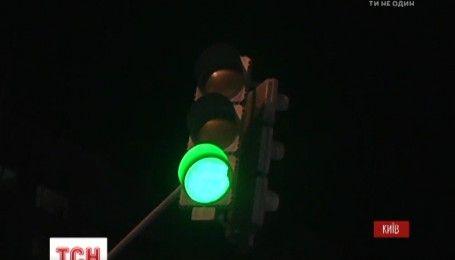 На Оболони сотни людей перекрыли дорогу, чтобы обратить внимание властей на застройку над метро