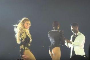 Зворушливо до сліз: Бейонсе допомогла своєму танцівнику освідчитися просто на її концерті