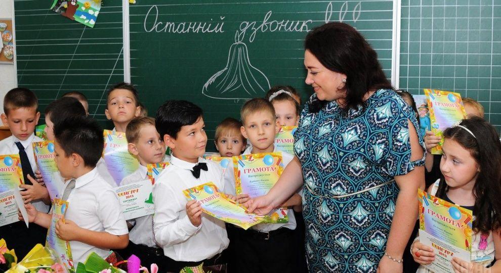 Вчителі української мови у школах нацменшин отримують надбавку до 30% - Гриневич