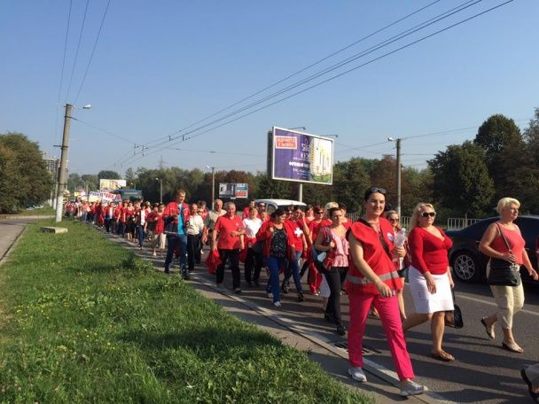 У Львові сотні медиків вийшли на страйк