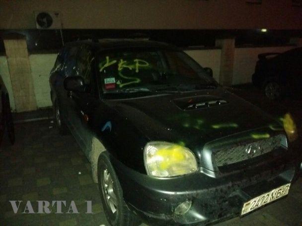 У Львові розписали автомобіль з георгіївською стрічкою