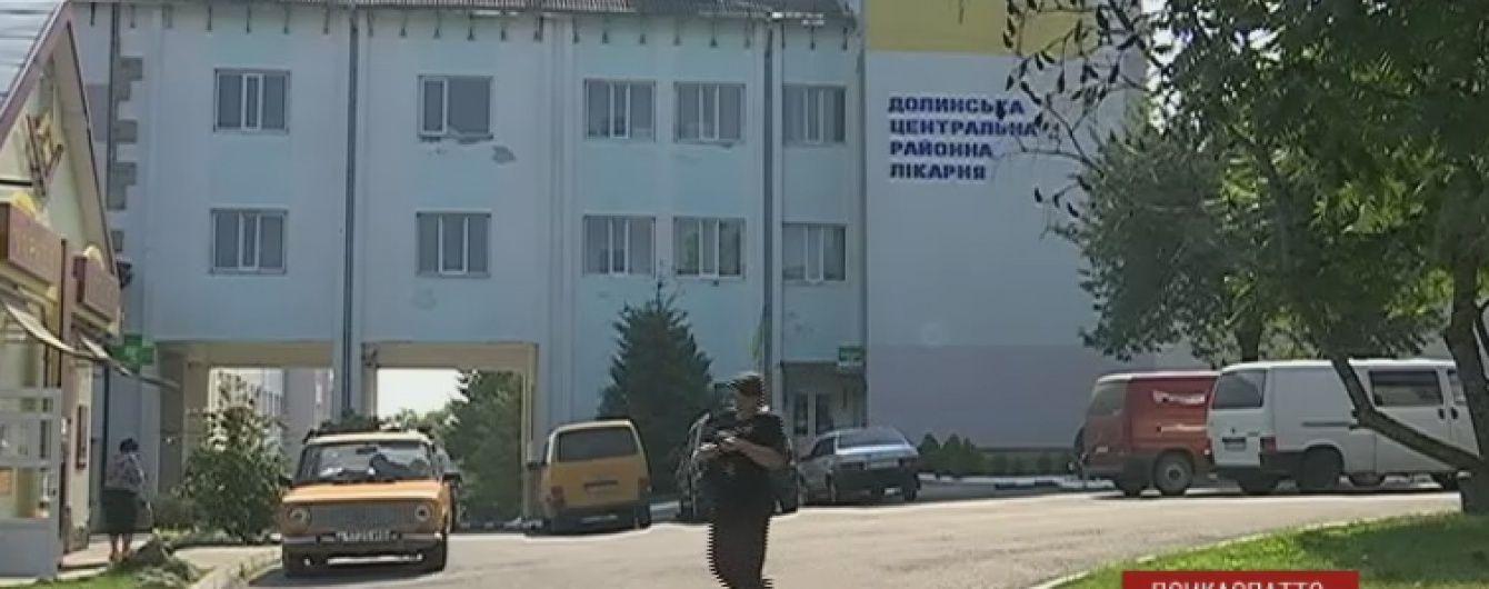 Масове отруєння: десятки прикарпатських пенсіонерів опинились в лікарні після застілля