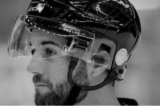 У Чехії хокейний арбітр трагічно помер через удар шайбою у голову