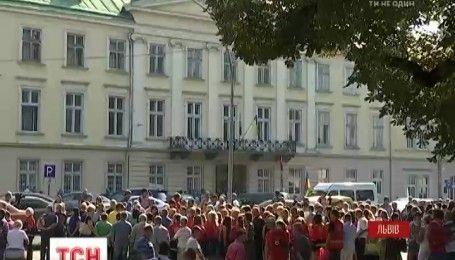 У Львові страйкували лікарі швидкої допомоги та медицини катастроф