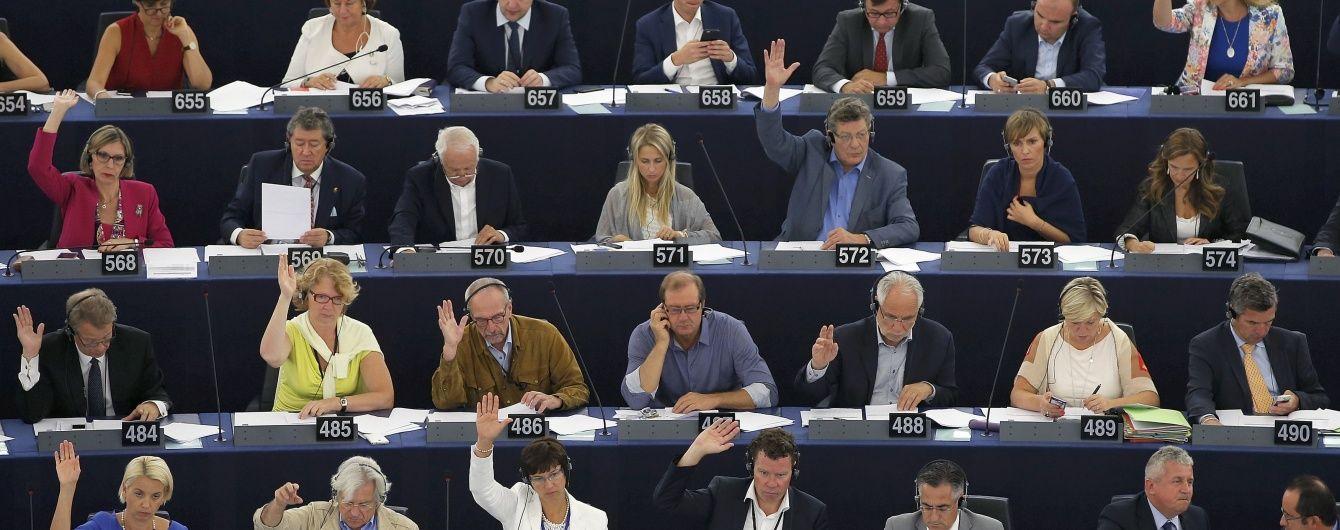 Британський депутат випав із вікна під час бійки в Європарламенті