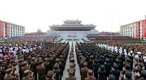 Найяскравіші фото дня: святкування вдалих ядерних випробувань у КНДР, танок над прірвою у Китаї