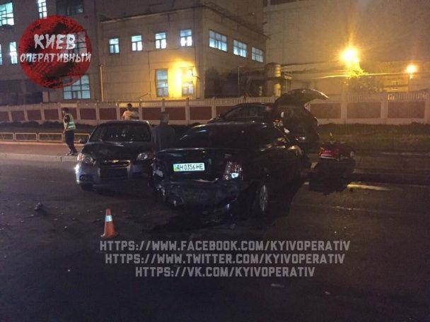 Масштабна ДТП у Києві: п'яний водій влетів у автомобілі на світлофорі