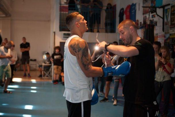 Боксер Усик показав форму перед першим чемпіонським боєм