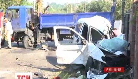 Двоє дітей та водій загинули в масштабній аварії поблизу Рівного