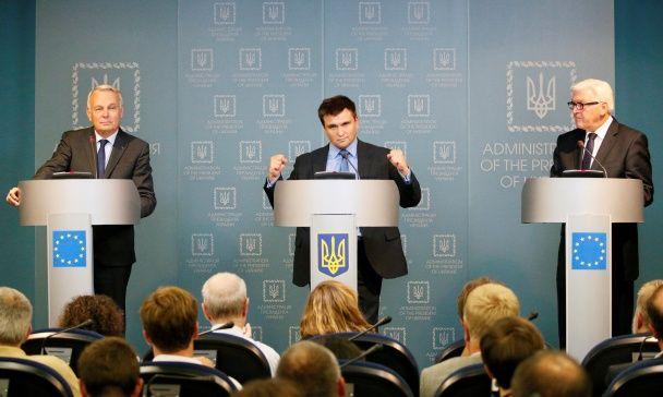 Найяскравіші фото дня: поцілунок Франка Рібері, зустріч міністрів у Києві