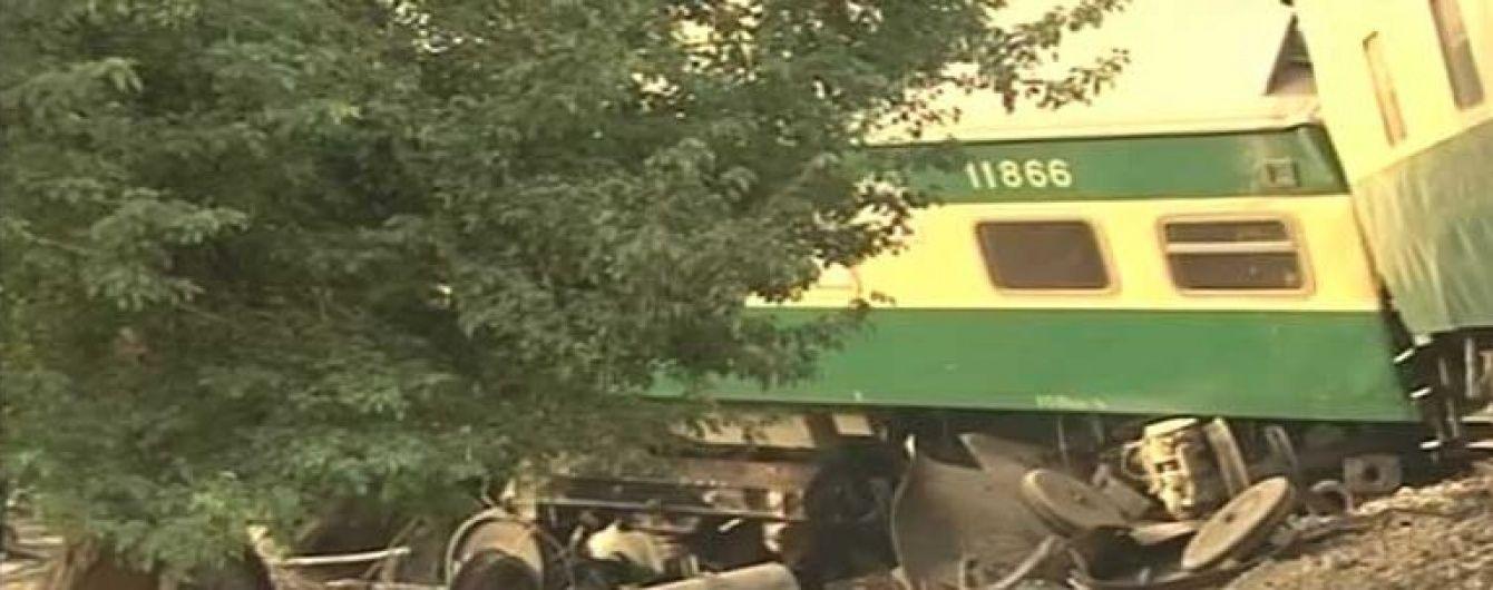 У Пакистані пасажирський поїзд влетів у вантажний, є загиблі