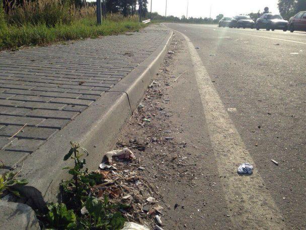 У Мережу виклали фото заваленого сміттям пункту пропуску на кордоні з Польщею