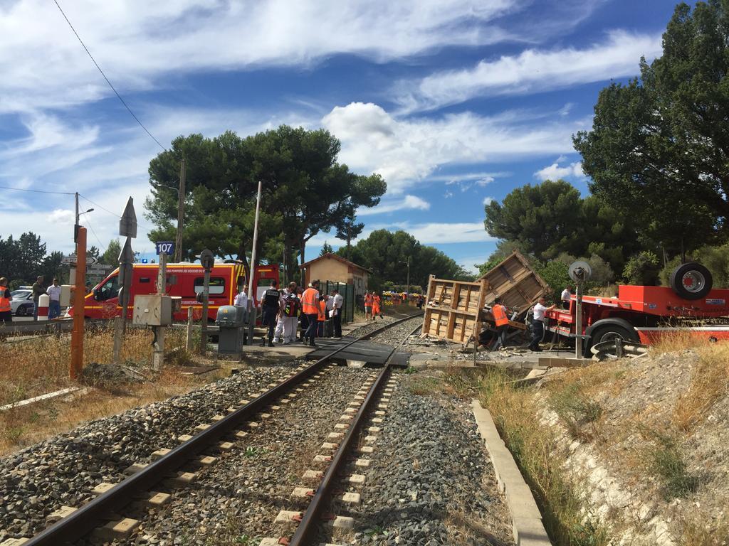 У Франції потяг зіштовхнувся із вантажівкою_2