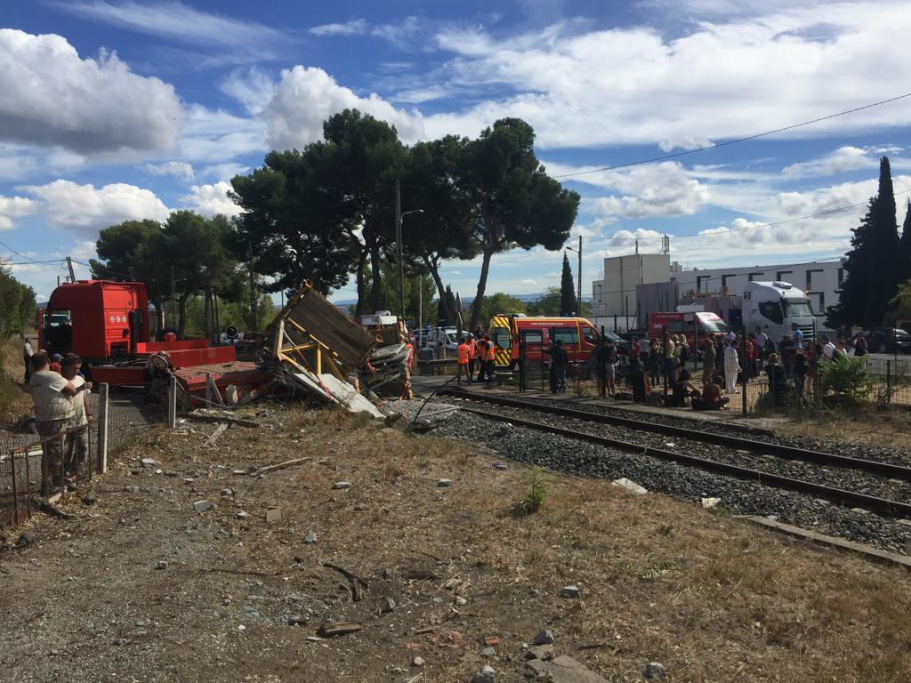 У Франції потяг зіштовхнувся із вантажівкою_3