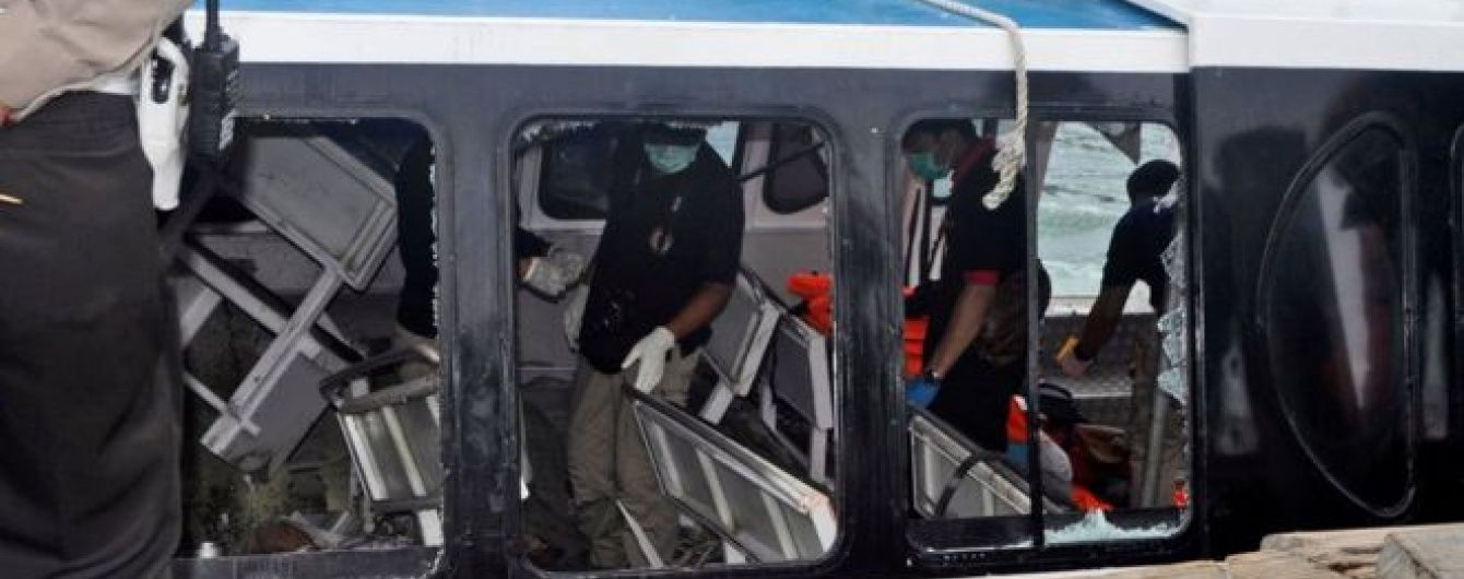 На Балі вибухнув туристичний пором: є жертви