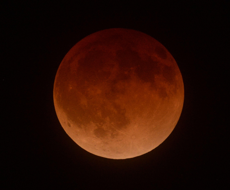 Місячне затемнення, кривавий місяць