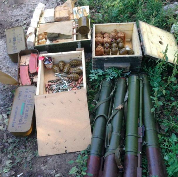 У зоні АТО СБУ знайшла декілька схронів із гранатометами