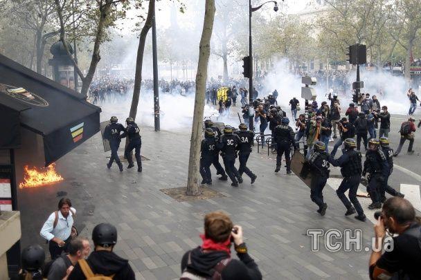 Сутички у Франції: сльозогінний газ і поранені поліцейські