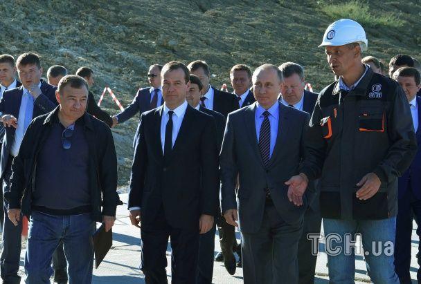 Путін і Медведєв побували на оглядинах Керченського мосту