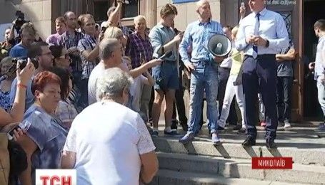 В Николаеве сессию по приему львовского мусора остановила информация о заминировании здания