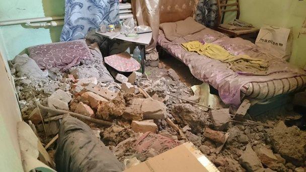 У Харкові вантажівка унаслідок ДТП опинилася на даху будинку