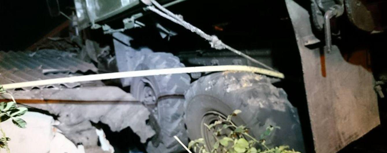 Вантажівка на даху будинку в Харкові: господарі не уявляють, де брати гроші на ремонт