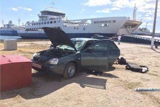 На Керченській переправі автомобіль з людьми вилетів на ходу з порома