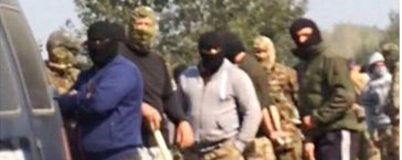 Заворушення на Рівненщині: сотні бурштинокопачів із палицями та камінням напали на поліцію