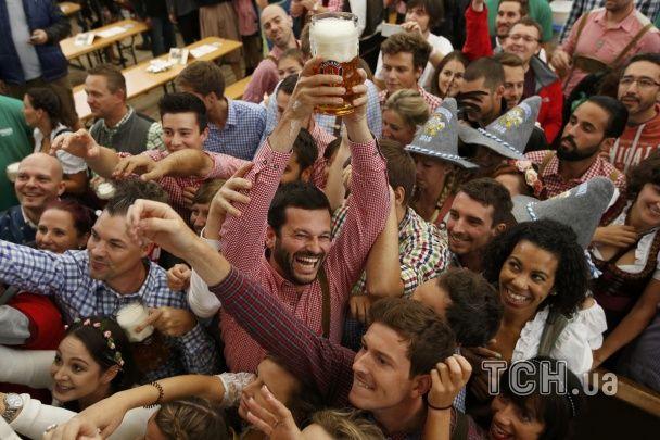 Реки пива, смех и веселье. В Мюнхене стартовал Октоберфест