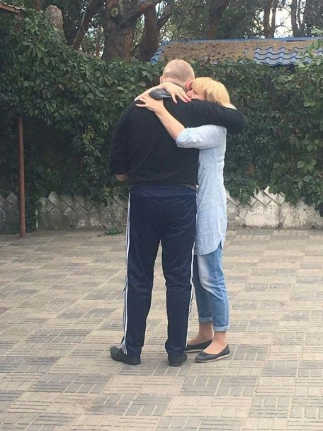 Из плена боевиков освободили двоих украинцев - Порошенко