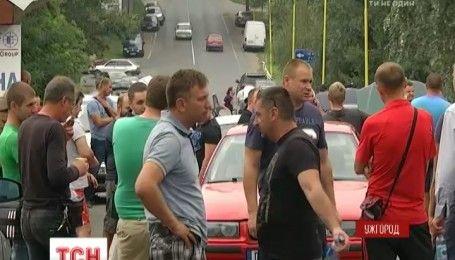 Единственный путь на Словакию перекрыли владельцы автомобилей с иностранной регистрацией