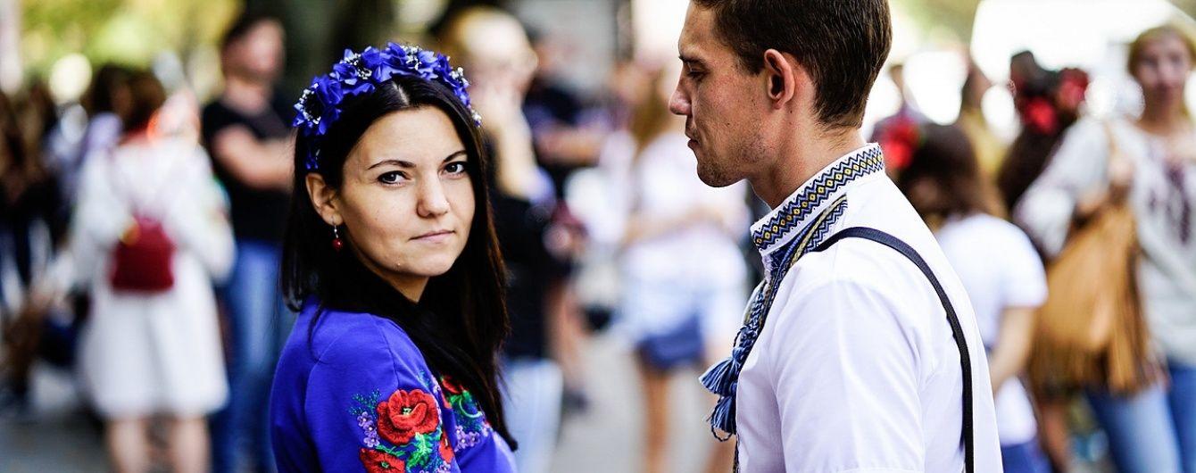 Национальные узоры и красочные цвета: мир отметил День вышиванки