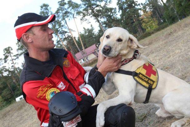 Украинские спасатели провели зрелищные учения вместе с Порошенко
