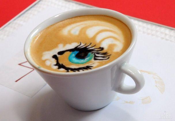 Харьков погрузился в аромат кофе: бариста показали невероятное искусство в чашке