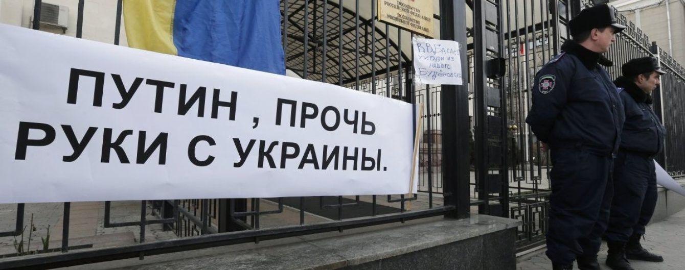 В консульствах РФ в Украине открылись избирательные участки, полиция усиленно охраняет представительства