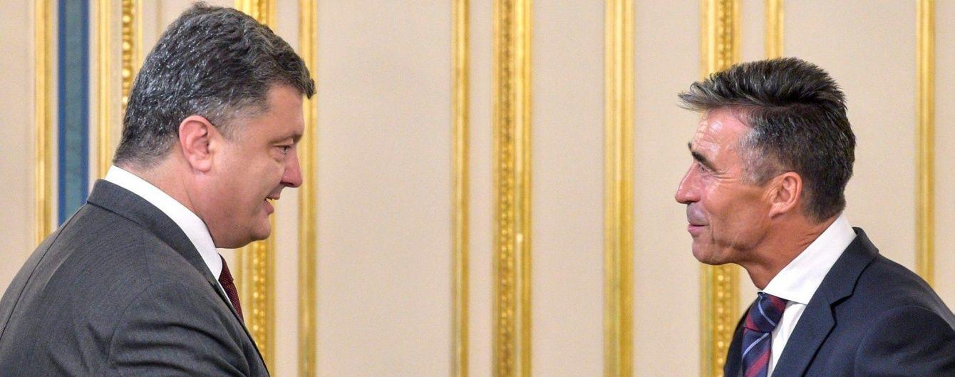 Расмуссен назвав поганою ідеєю відкриття бази НАТО в Україні