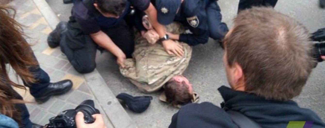 """В Одесі під посольством РФ активісти """"Правого сектора"""" поштовхалися з поліцією"""
