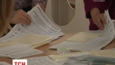 В интернете появилось видео подкладывания голосов на выборах в российскую Госдуму