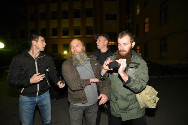 """Активисты """"Другой России"""" забросали краской украинское консульство в Петербурге"""