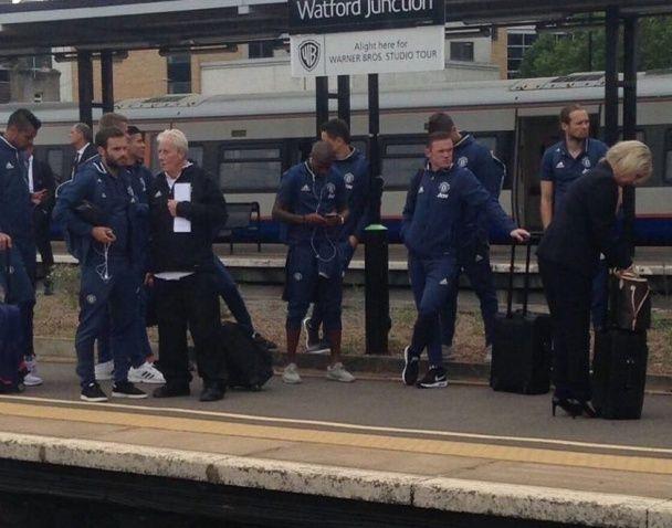 """После поражения """"Уотфорду"""" Моуринью отправил футболистов домой поездом"""