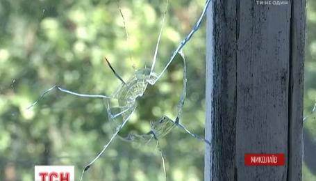 У Миколаєві жінка отримала вогнепальне поранення, вийшовши на балкон