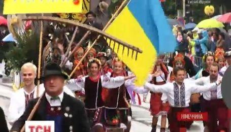 Украинская вышиванка впервые появилась на параде национальных костюмов в Мюнхене