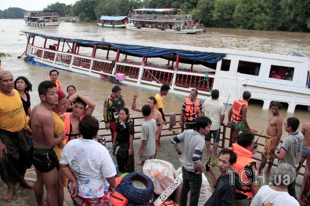 Кількість загиблих у теплохідній катастрофі в Таїланді подвоїлася, трьох пасажирів досі не знайшли