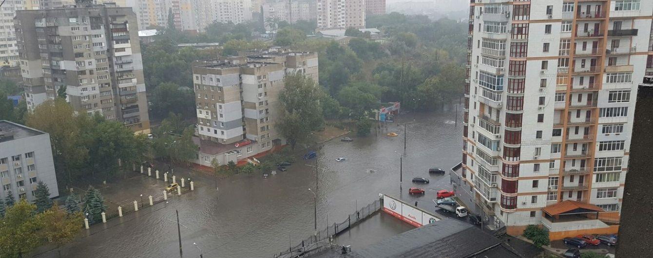 В Одесі запропонували скоротити робочий день через сильну зливу