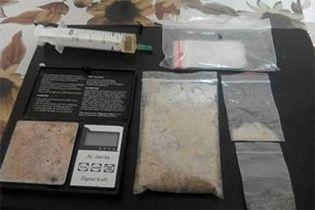 Наркотики на мільйон: у Дніпрі схопили торговця психотропами із великою партією товару
