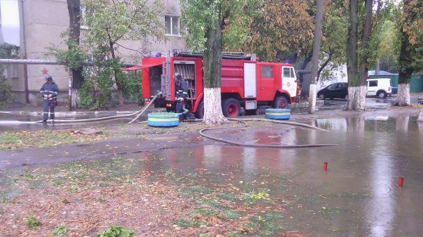 Негода в Одесі: буревій повалив понад півсотні дерев, рух транспорту частково блокований