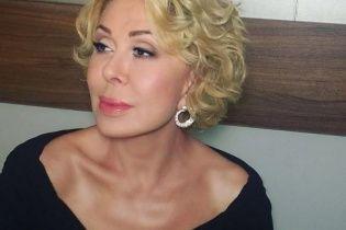 Відома російська співачка пересувається в інвалідному візку
