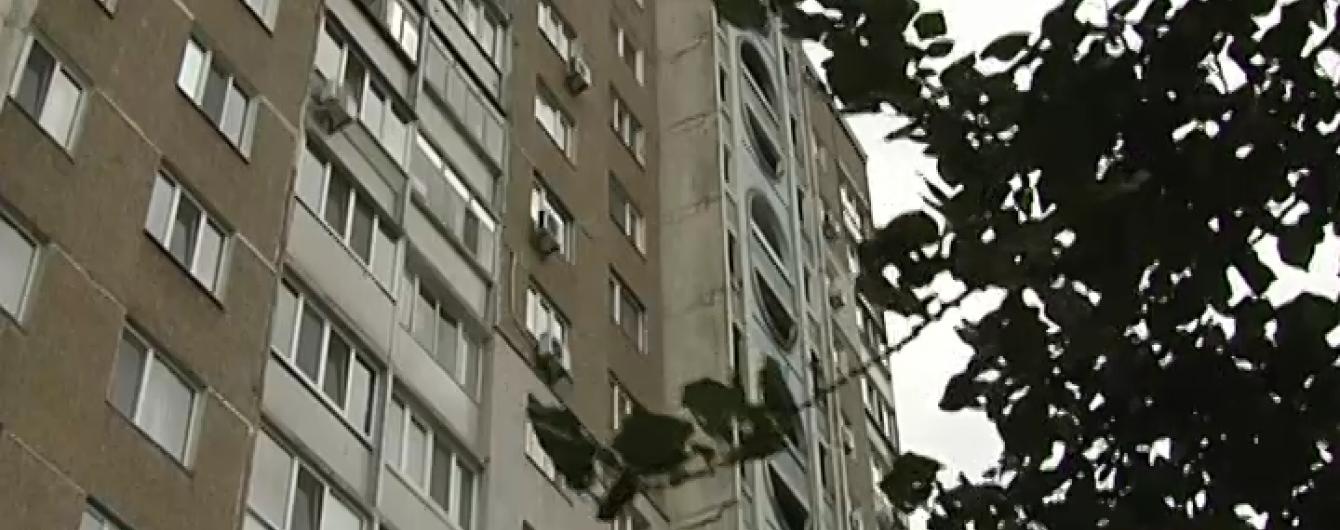 На Троєщині 16-річний киянин раптово стрибнув з багатоповерхівки