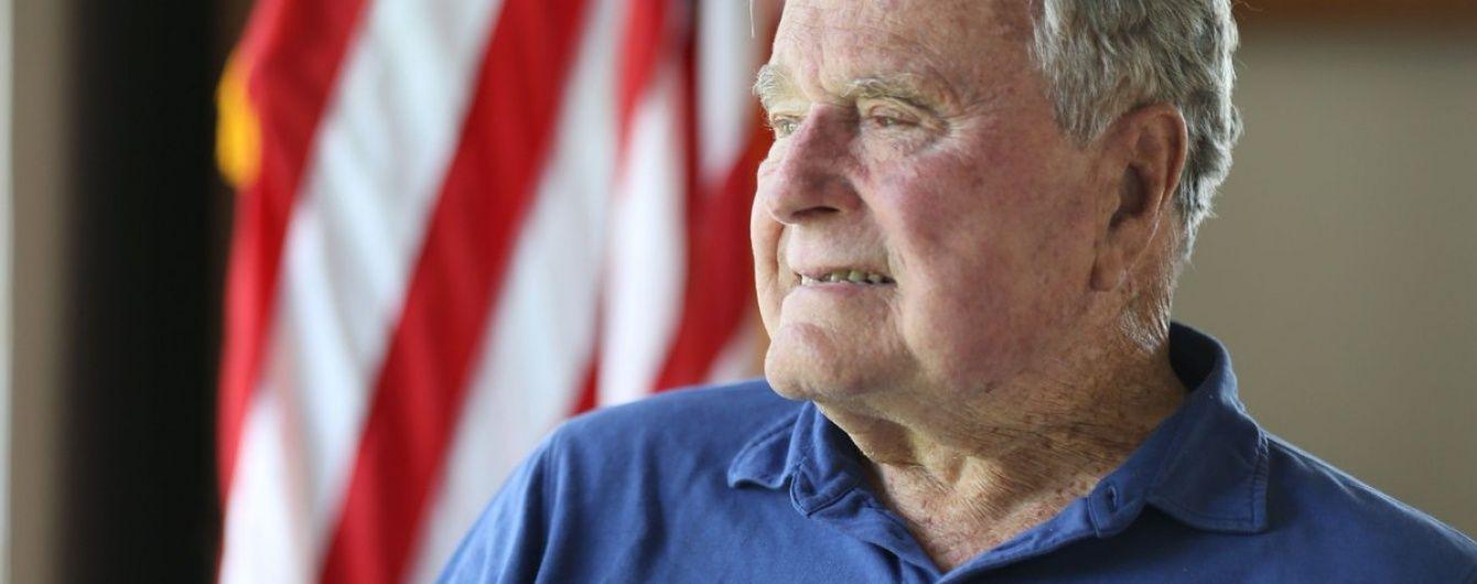 Экс-президент США Джордж Буш-старший пообещал голосовать за Клинтон – СМИ